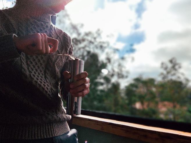 Máy xay cafe tay là một vật dụng theo kèm phù hợp cho du lịch
